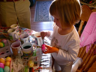 Julsey_coloring_eggs
